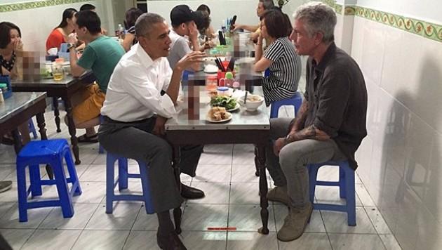 Obama ve Bourdain Vietnam'da yemek yedi